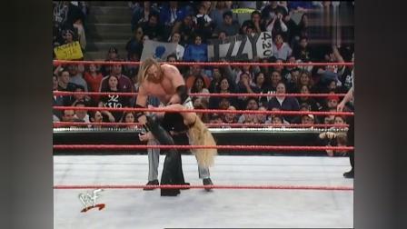 WWE猛男太粗糙, 美女跪地求饶都不放过, 太变态了