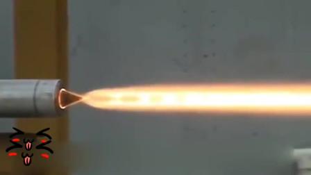 牛人发明:这个火箭发动机用的是什么原理,有人知道吗?