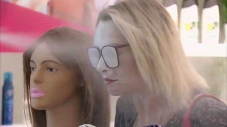 国外搞笑视频:吹风机里面 放面粉了吗?