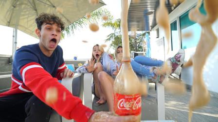 国外小哥用可乐恶搞女友,疯狂喷射后,结果玩