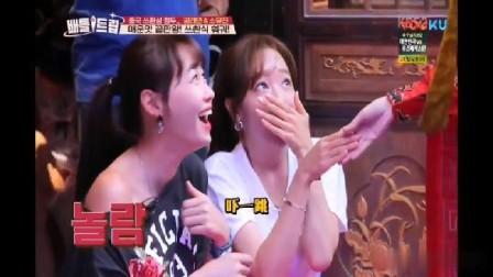 韩国美女第一次来成都看到变脸表演,被这神奇