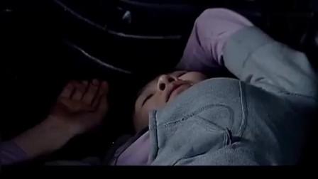深夜美女停车休息,谁知遇上了流氓,一把上去
