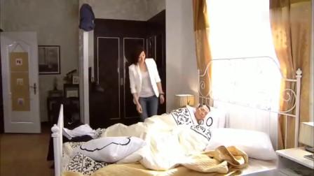 美女叫老公起床,竟发现还有个人,解释不清了