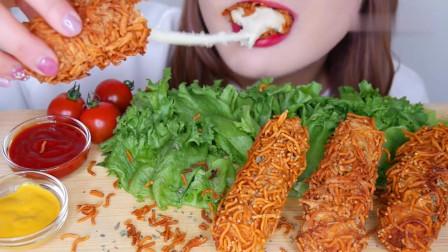 吃播:韩国美女吃货试吃油炸*酪棒,吃起来又香
