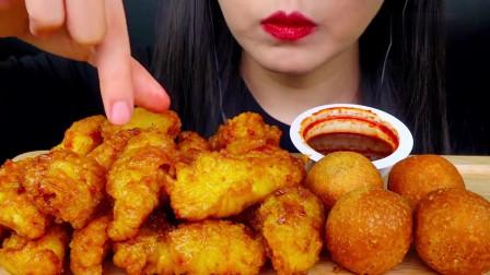 吃播:韩国美女吃货试吃蜂蜜炸鸡,配上油炸*酪球,吃得贼过瘾!