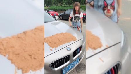 美女的新车被刮了,老公直接抹泥巴,气的美女