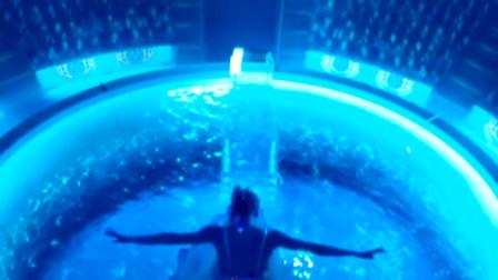 美女遇水会隐身,竟然待在马戏团表演,这也太