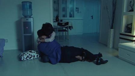 美女带着醉酒的小伙回家,刚到家就忍不住对小伙下手