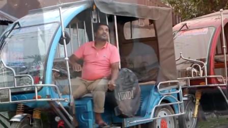 印度恶搞作死男悄悄将行人的香烟浇灭,接下来男子反应太搞笑了