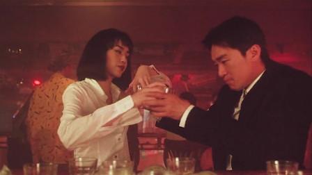 星爷在酒吧被美女狂灌50杯酒,星爷机智应对,把