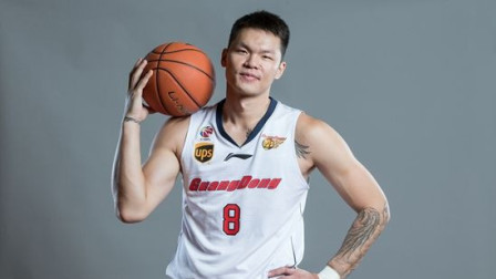 C*A首位万分先生朱芳雨 教你实用篮球技巧