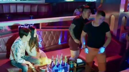 美女酒吧被骚扰,帅哥英雄救美,两人在一起了