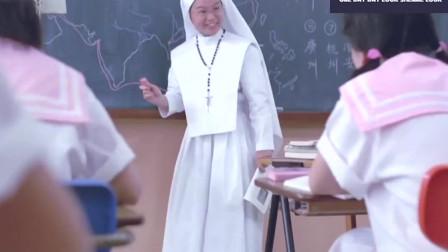 古板女老师正惩罚学生 却被开心鬼阻拦恶搞 学生