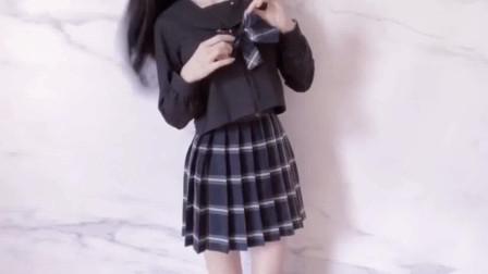 可爱美女变身秀,百变造型你喜欢哪款衣服?
