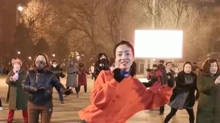 美女每天带领老太太们跳舞,唯一拿过奖的广场
