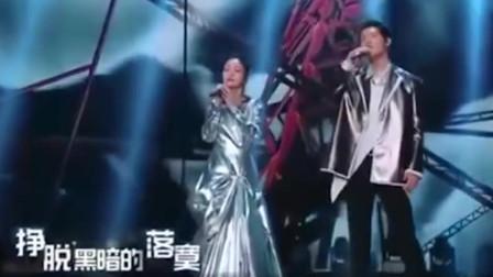 王晰张韶涵合唱《黎明前的黑暗》 抖音上爆火的歌曲 一听就沦陷了