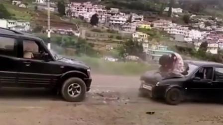 这就是开车要带安全带的原因,美女直接被甩了