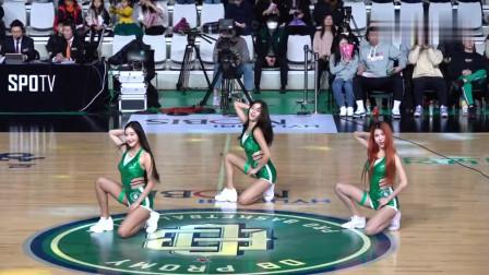 赛场上的绿色旋风! 韩国啦啦队美女中场舞蹈