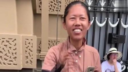 泰国网红导游,最近真的很火,一贯的幽默风格是人们喜欢的重点