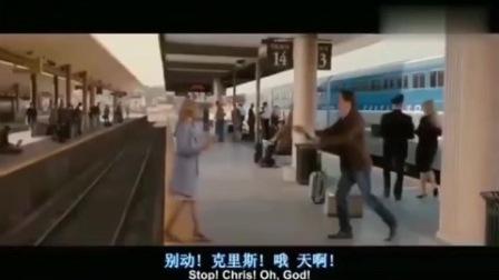 经典灾难片!美女掉进轨道中,火车刚好过来,