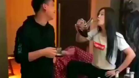 四川美女是个明白人啊,自己不喝醉怎么给别人