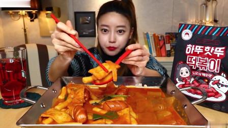 吃播:韩国美女吃货试吃秘制的韩式辣炒年糕,