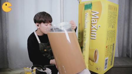 韩国美女做吃播自制咖啡,巨型杯子直接抱着就