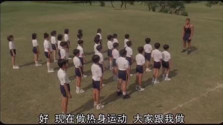 体育老师在小学生面前秀肌肉,结果被搞得什么