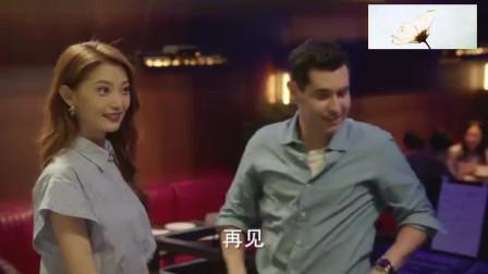 卫哲酒吧偶遇外国友人,谁料他的行为,美女断