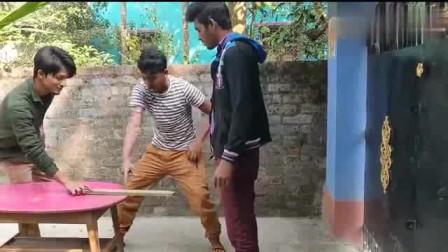 国外搞笑视频合集,印度小伙真是太能整人了!