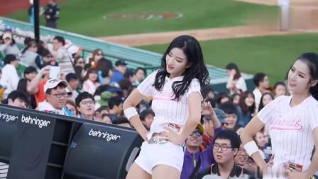 韩国啦啦队美女赛场模仿EXID骨盆舞,火辣的舞蹈