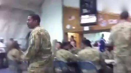 吃饭时听到音乐怎么办,美军士兵上演餐厅大型
