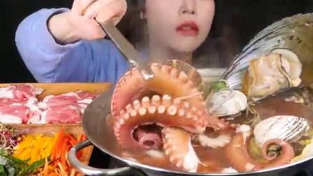 美女直播吃章鱼和鲍鱼,配上海螺吃的真诱人