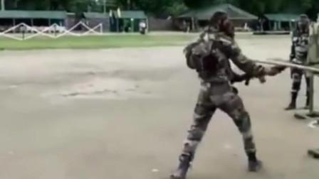 印度士兵的日常拼刺刀训练,有时候也是很幽默的!