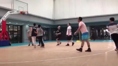 篮球场上最无解的后仰投篮!盖的到算我输