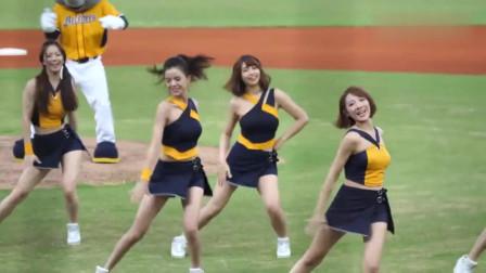 中国啦啦队美女赛前热舞