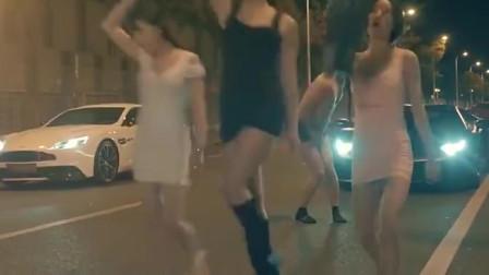 (剪辑)赢了就脱衣服,这3个美女很流氓啊