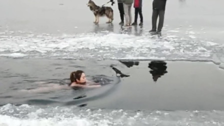 这么冷的天,美女还敢冬泳,真是为了身材什么