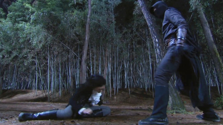 日本女武士追击黑旋风,结果黑旋风祭出一指禅