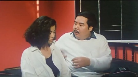 美女被胖子带回家,本想看电视,结果电视上的