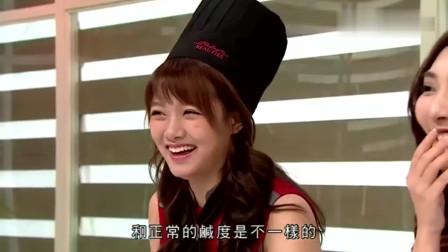 美女厨房:吴业坤有意的在美女前丢掉筷子,嘉