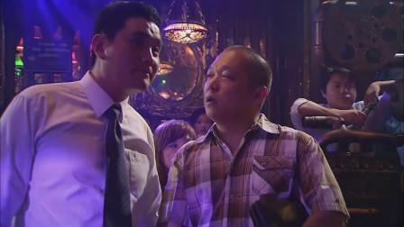 错婚:美女在酒吧献唱,并且唱得很好听,还被