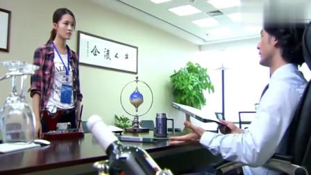 男经理痛批女员工,拿起水杯就泼她脸上,殊不