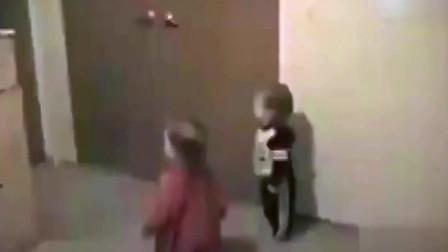 家庭幽默录像:打开机智之门,勤俭持家男子教