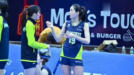 韩国排球美女练习, 跑到记录台跟数据记录小哥
