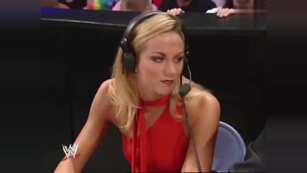 WWE:兰迪奥顿激战特斯特,场下的美女解说都看