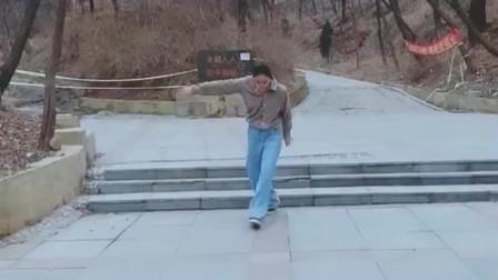 媳妇是九零后美女,但是看到她跳老年迪斯科的
