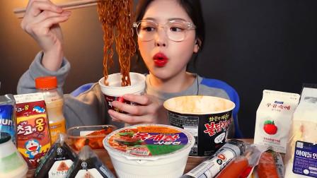 韩国美女吃播,囤了各种泡面三明治香肠,结果