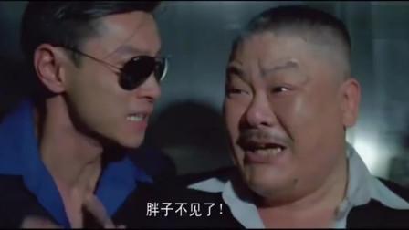 爆笑喜剧:电梯停电后突然少一个人,流氓吓得