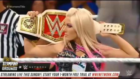 WWE:美女赛场互撕,大庭广众之下这样,真的太
